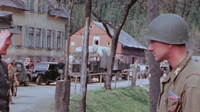 vídeos de stock, filmes e b-roll de gis watching german army unit surrendering german army officer saluting us army lieutenant and officers conferring over the surrender /... - wehrmacht
