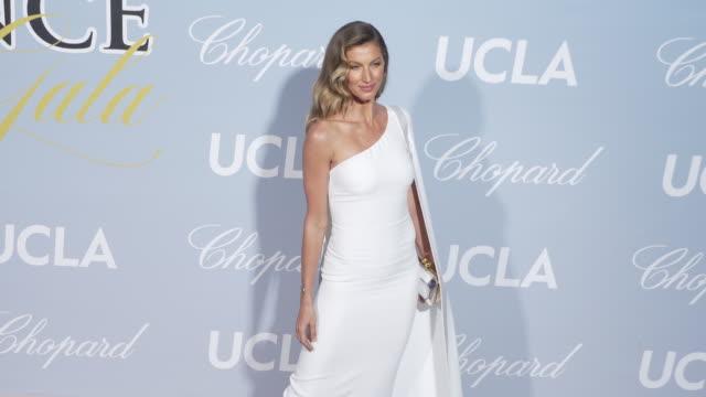 vídeos de stock, filmes e b-roll de gisele bündchen at the 2019 hollywood science gala on february 21 2019 in los angeles california - gisele bündchen