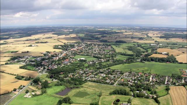 vidéos et rushes de gislev-vue aérienne sud danemark, faaborg-midtfyn kommune, danemark - lieu d'habitation