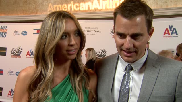 giuliana depandi & bill rancic on being a part of the night, what they're most looking forward to at the 16th annual race to erase themed 'rock to... - レーストゥイレースms点の映像素材/bロール