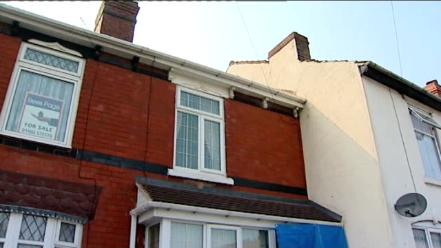 vídeos de stock e filmes b-roll de giuseppe and caterina massaro murdered in their wolverhampton home england west midlands wolverhampton ext general views of house where elderly... - west midlands