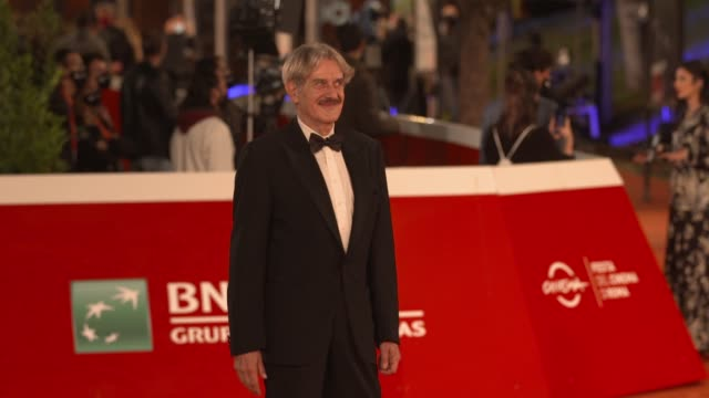 "giuseppe pambieri arrives on the red carpet ahead of the ""cosa sara'"" screening during the 15th rome film fest on october 24, 2020 in rome, italy. - rome film festival点の映像素材/bロール"