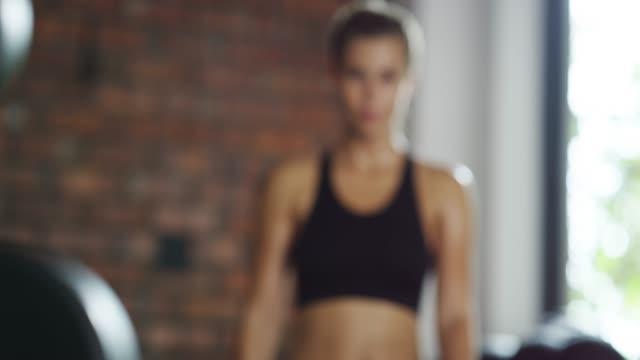 vídeos y material grabado en eventos de stock de ¡ lo doy todo en el gimnasio! - autodisciplina