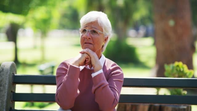 vídeos y material grabado en eventos de stock de darles una razón para ser felices de nuevo - enfermedad de alzheimer