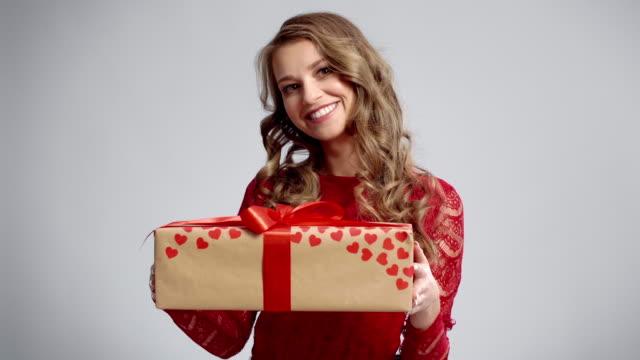 giving a gift/debica/poland - podkarpackie voivodeship video stock e b–roll