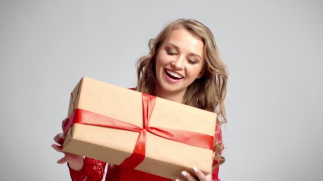 vídeos y material grabado en eventos de stock de giving a gift/debica/poland - mamá noel