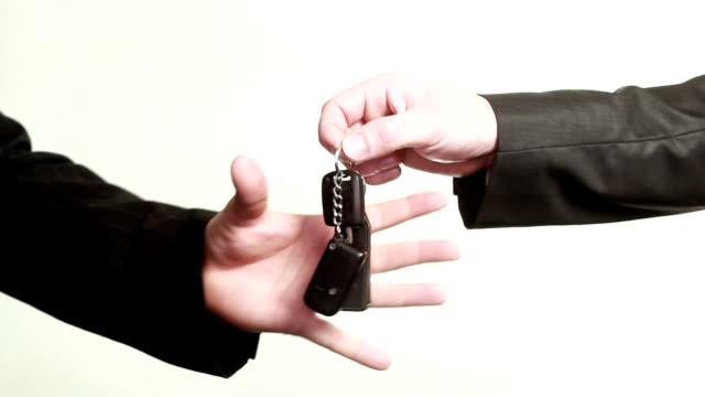 HD: Donner les clés de voiture