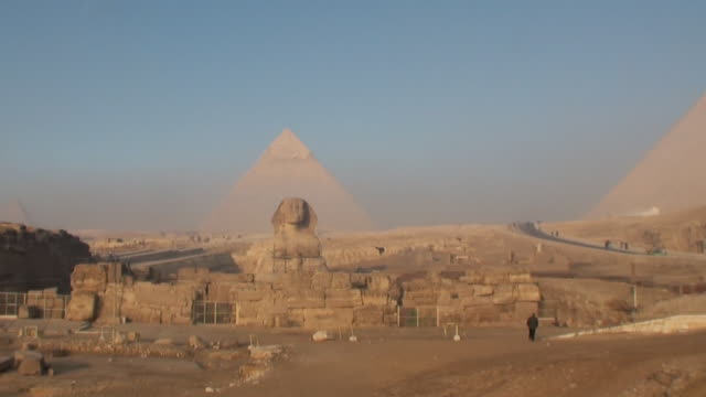 WS Gizeh pyramids with pyramids in background / Cairo, Egypt