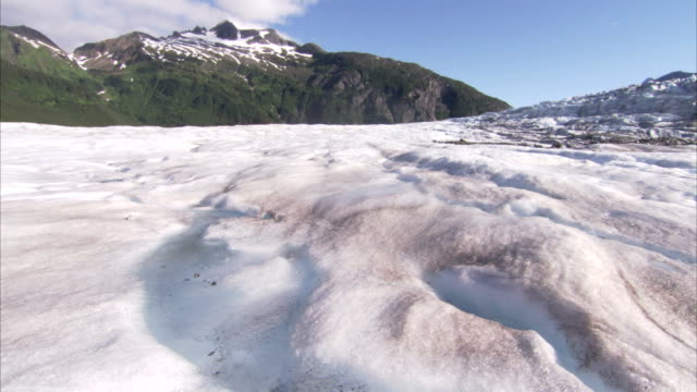 glacial meltwater forms a stream in the ice fields of juneau, alaska. - 流氷点の映像素材/bロール