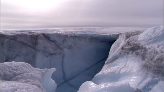 glacial runoff trickles over an ice cliff. available in hd. - cliff stock videos & royalty-free footage