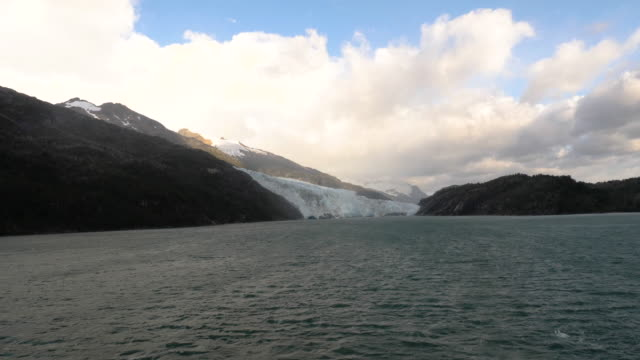 vídeos de stock, filmes e b-roll de glacier and landscape in patagonia - passear sem destino