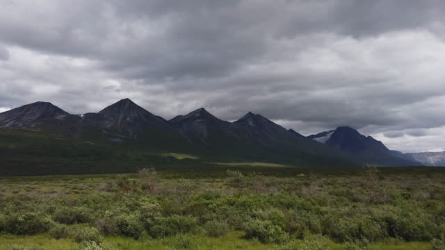 glacier and mountain ranges in alaska in a windy day - named wilderness area stock videos & royalty-free footage