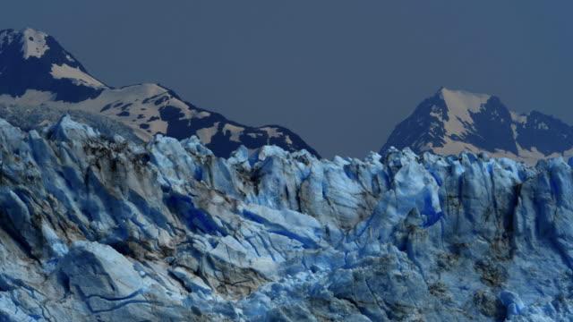 glacier and snowcapped mountain in alaska at night - polarklimat bildbanksvideor och videomaterial från bakom kulisserna