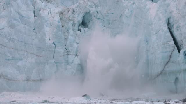 glacier calving - アラスカ点の映像素材/bロール
