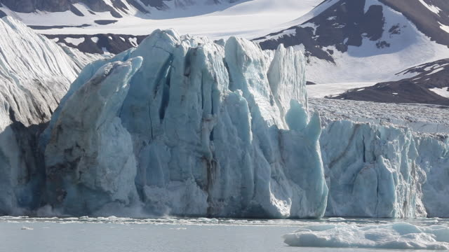glacier calvings - environmental issues stock-videos und b-roll-filmmaterial