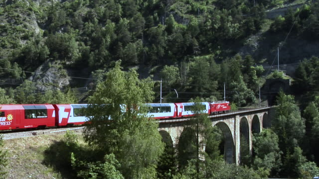 mgb glacier express goes on the gengiols viaduct. - passenger train bildbanksvideor och videomaterial från bakom kulisserna