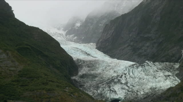 WS ZO Glacier in mountains / Franz Josef Glacier, New Zealand