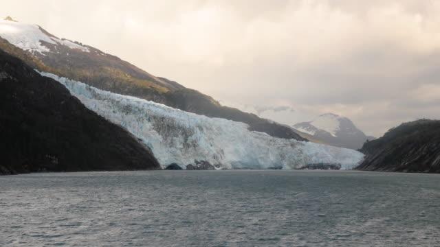 vídeos de stock, filmes e b-roll de glacier in patagonia - passear sem destino