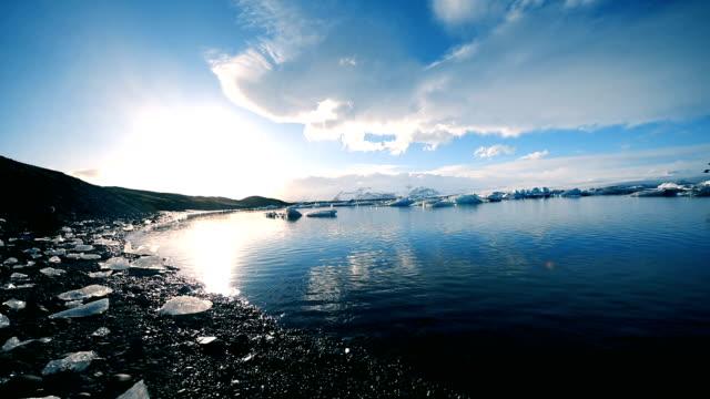 vídeos de stock, filmes e b-roll de geleira lagoon na islândia - condição natural