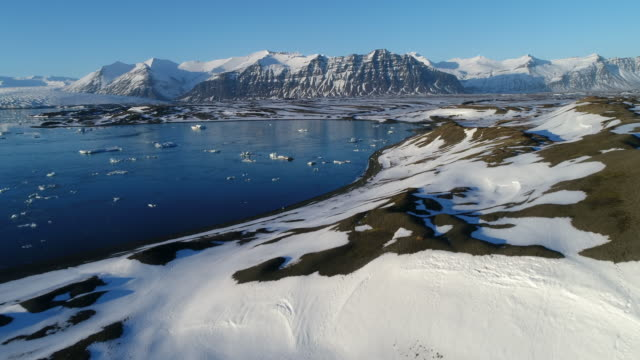 glacier lagoon - glacier nationalpark stock-videos und b-roll-filmmaterial