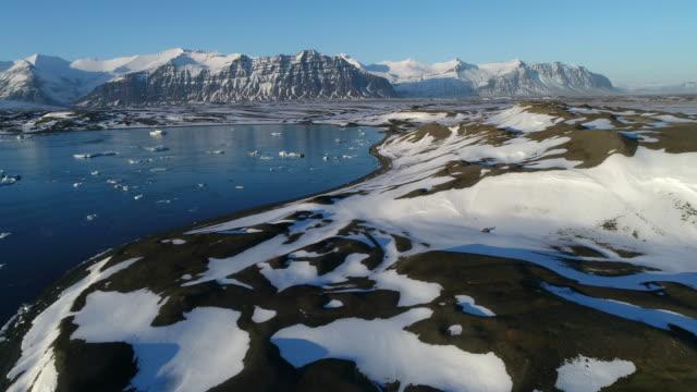 glacier lagoon - glacier nationalpark stock-videos und b-roll-filmmaterial