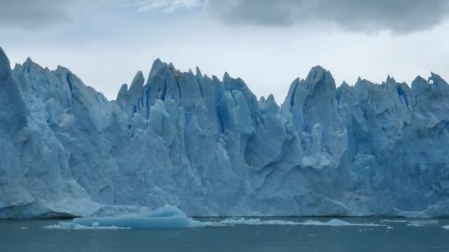 gletscher spegazzini vorne in bewegung - argentinien stock-videos und b-roll-filmmaterial