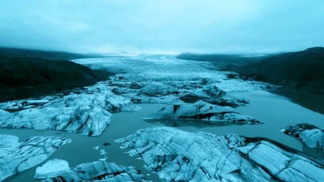 glaciären spontar med sprickor. flygfoto - is bildbanksvideor och videomaterial från bakom kulisserna