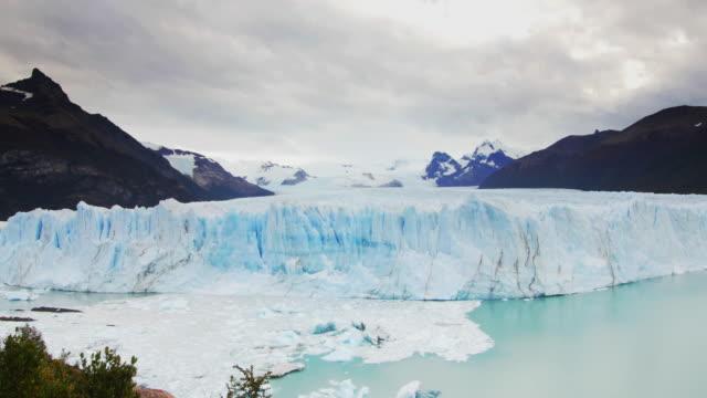 A glacier wall in Argentino lake