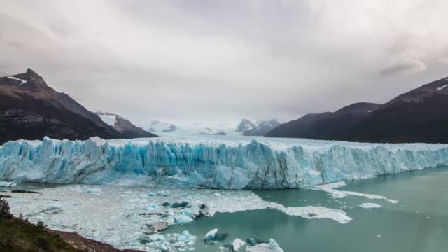 vídeos de stock e filmes b-roll de glacier wide view timelapse - argentina