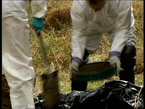 remains discovered england staffordshire cannock chase ext police forensic officers wearing white overalls next to forensics tent sifting through... - sifting stock videos and b-roll footage