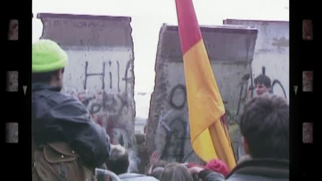 vídeos y material grabado en eventos de stock de gladys hooper becomes britain's oldest person t11118911 / 1989 west germany west berlin ext berlin wall being pulled down - 1989