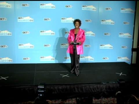 gladys knight at the 2005 bet awards press room at the kodak theatre in hollywood, california on june 29, 2005. - the kodak theatre bildbanksvideor och videomaterial från bakom kulisserna