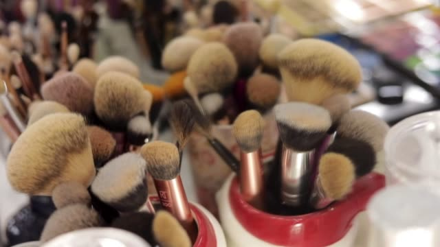 glamorous makeup - makeup procedure - theatrical performance stock videos & royalty-free footage