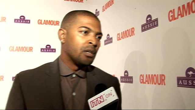 vidéos et rushes de glamour awards clarke interview sot on the elections and getting new people involved in politics to rejuvenate interest gvs of david gandy and paul... - se faire dorloter