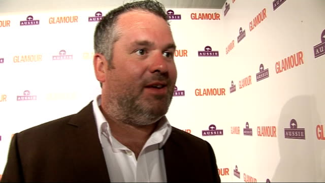 glamour awards; england: london: berkeley square: int gvs of fearne cotton with award chris moyles interview sot - on his tan / on his outfit / on... - フィリップ スコフィールド点の映像素材/bロール