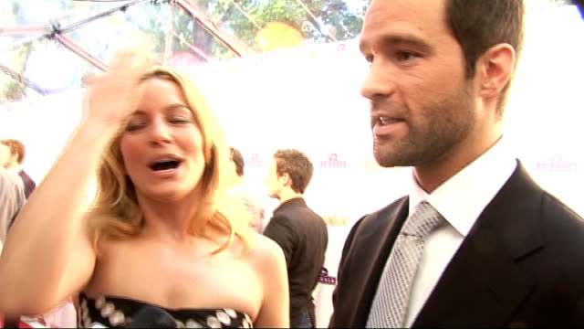 glamour awards; gvs of becki newton talking to press newton interview sot - on her outfit / her style secret / on playing amanda in ugly betty / on... - スーザン ボイル点の映像素材/bロール