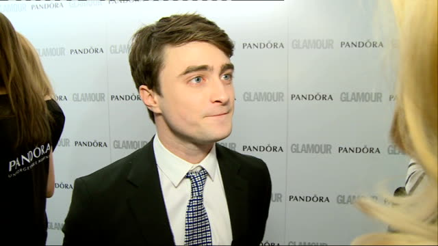 red carpet arrivals / winners' room daniel radcliffe speaking to press and interview sot / rebel wilson hugging and chatting to kylie minogue / rebel... - radcliffe camera stock videos and b-roll footage