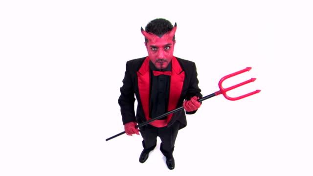 vídeos y material grabado en eventos de stock de glaring devil with trident - bieldo equipo agrícola
