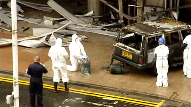 glasgow airport car bomb: aftermath; glasgow airport: ext high angle shot forensic officers removing gas canisters from back of jeep used in airport... - the glasgow airport attack stock videos & royalty-free footage