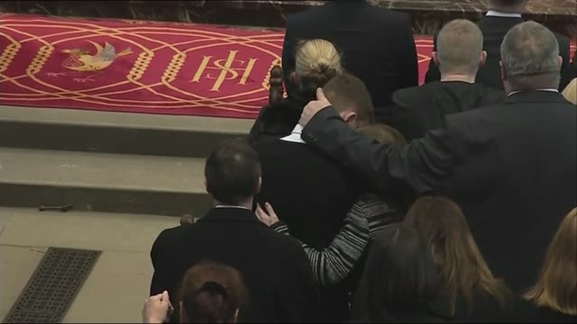 stockvideo's en b-roll-footage met memorial service held on first anniversary high angle view of people in congregation hugging during two minute's silence candles on altar - altaar