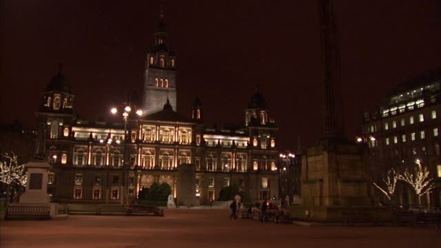 Glasgow City Chambers at night