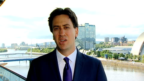 ed miliband mp interview sot - government needs to put pressure on both sides / hamas is terrible terrorist organisation / condemn their rocket... - politics and government stock videos & royalty-free footage