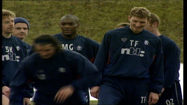 general views scotland glasgow ibrox ext glasgow rangers training with dick advocaat watching / spooling / players training including tore andre flo... - lorenzo amoruso video stock e b–roll