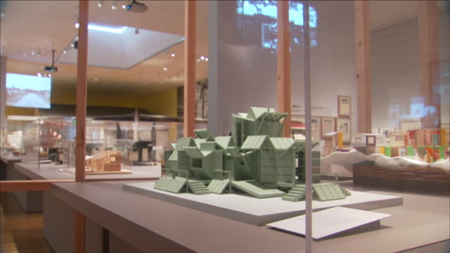 glass cases hold scale models of houses. - 陳列ケース点の映像素材/bロール