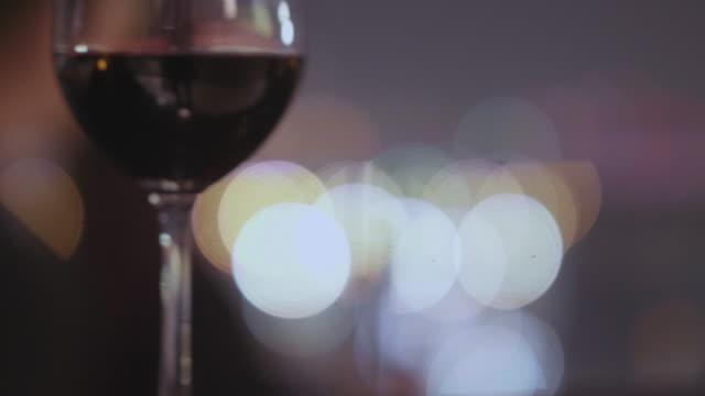 vídeos y material grabado en eventos de stock de copa de champagne y vino - botella de vino