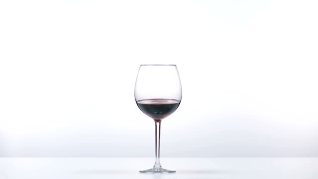 glass of red wine - bicchiere da vino video stock e b–roll
