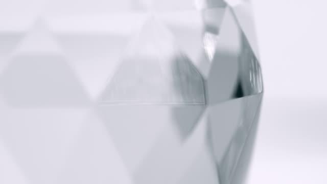 ガラス プリズムの光の反射の背景
