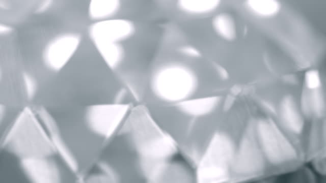 vidéos et rushes de fond de réflexion de la lumière pour le prisme verre - diamand