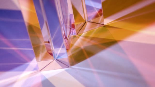 glass prisms - lichtbrechung stock-videos und b-roll-filmmaterial