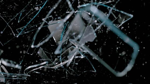 slo mo ld ガラスシート粉砕とガラス破片落下 - 公共物破壊点の映像素材/bロール